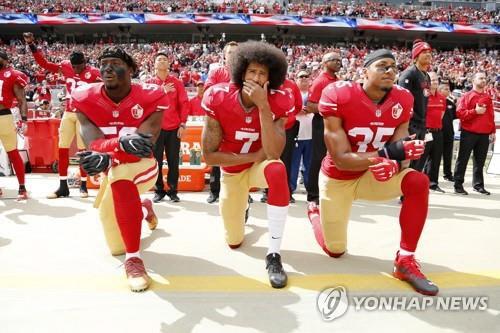 """트럼프 """"성조기 앞에서 무릎꿇기 안돼"""" 애국심 강조"""